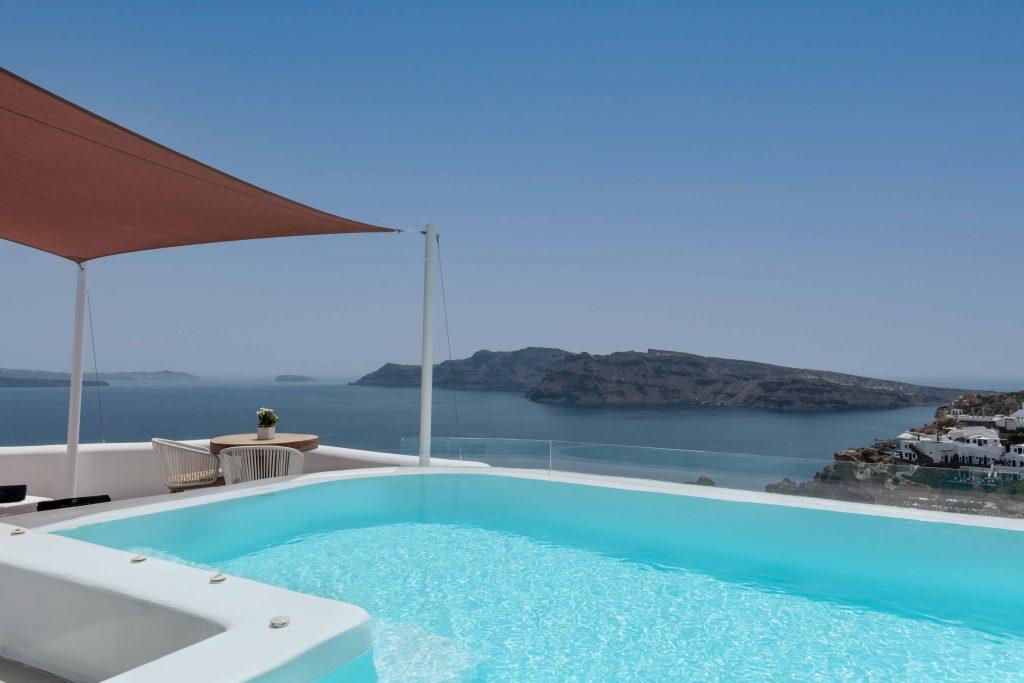 Infinity pool and caldera view of Sunset Villa Socrates